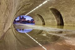 Golden Eye (espinozr) Tags: bridge sunset paris france reflection puente atardecer europe cathedral fav50 catedral notredame reflejo francia 86 fav10 fav25 fav100 quaidelatournelle fav75 cool8 uncool6 iceboxcool