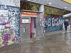Fotoautomat am Kottbusser Tor (RaSch) Tags: berlin photobooth fotoautomat photoautomat ralfschröer