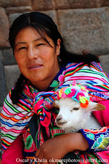 Cuidando los pequenos (Ok More Photos) Tags: portrait people woman peru face cuzco person persona mujer gente retrato femme cara rostro gens peruvian perou peruviana