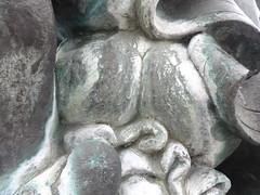 1997 Aken Marktbrunnen mit Brunnenfiguren von Frank Sobirey Bronze Markt in 06385 (Bergfels) Tags: bronze brunnen skulptur 1997 markt arsch aken stift hintern 1270 plastik fontne weiblich brunnenfigur wasserspiel beschriftet 06385 marktbrunnen erzbischof 1990er bergfels 20jh 13jh nach1989 skulpturenfhrer 1270er franksobirey erzstift konradderiivonsternberg