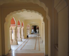 India (Jaipur-City Palace) A magnificient archway!! (ustung) Tags: india jaipur citypalace walkway corridor arched pillars nikon