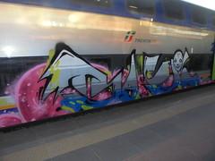 024 (en-ri) Tags: basil dna blu grigio rosa face faccia viso volto train torino graffiti writing