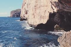 Grotte di Nettuno (ilariapani) Tags: mare sea rocks rocce water acqua grottedinettuno alghero sardegna italia sky cielo