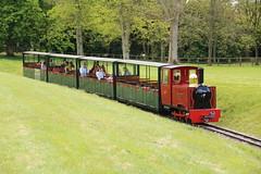 WINSTON Blenheim Palace 22/4/2017 (Martin Coles) Tags: train trains railways rail railway blenheimpalace winson gardenrailway alankeef