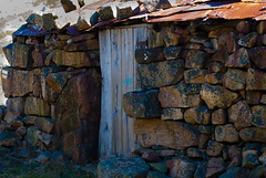 Puerta de la cabaña (Oscar F. Hevia) Tags: puerta cabaña piedra montaña pastores door cottage cabin stone montana pastors asturias asturies principadodeasturias españa spain sanisidro paraísonatural principalityofasturias naturalparadise