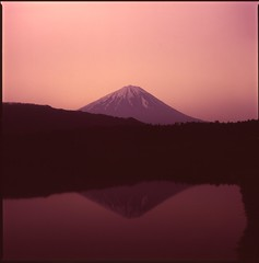(✞bens▲n) Tags: hasselblad 500cm carl zeiss 80mm f28 film velvia 100 at200 6x6 medium format japan yamanashi lake reflection fuji mountain sunrise morning 富士山 フィルム