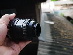 เลนส์ PENTACON F4 / 200mm Zebra / ฉายา Bokeh Monster Preset lens มีใบเบลด 15 ใบเบลดครับ ตัวเลนส์หารีวิวได้ในเว็ปพันทิป มีมากมายครับ ให้ภาพคมชัด สวยแน่นอน สภาพบอดี้นั้น มีลอยสีถลอกตามรูปครับ แต่ชิ้นเลนส์นั้นยังใสครับ ลอยขนแมวน้อย ไม่มีฝ้าไม่มีรา ครับ