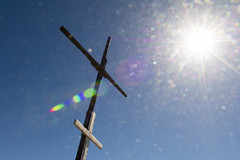 Happy Easter (Jan van der Wolf) Tags: map 167405v cross kruis backlight tegenlicht lensflare sun zon beams stralen easter pasen hill mountain grancanaria santalucia