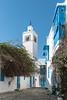 Dans les rues de Sidi Bou Saïd (Pascale Jaquet & Olivier Noaillon) Tags: minaret religionislam ruelle architecture moucharabieh kharraj bleu médina architectureislamique sidibousaïd gouvernoratdetunis tunisie tn