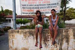 """Girls on wall"" Aracaju Sergipe, Brasil (VECTORINO) Tags: aracaju sergipe brasil foto people simple life brasileiro travel street streetphotography mlazarevphoto"