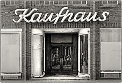 """""""Rudolf Karstadt Kaufhaus"""" (Udo Afalter) Tags: rudolfkarstadtkaufhaus kaufhaus dömitz altstadt mecklenburgvorpommern elbe architektur udoafalter fotografie fujifilm fujifilmfinepixs5pro s5pro sperrgebiet grenze ddr grenzgebiet"""
