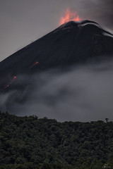 Reventador explosiones nocturnas (Mr. CHILI) Tags: select outdoor landscape mountain volcan vulcano night star estrellas noche alpinismo escalada ecuador reventador forest selva
