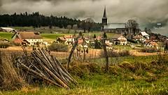 A la recherche du printemps (Fred&rique) Tags: lumixfz1000 photoshop raw hdr doubs paysage printemps oluie nature village maisons champs clôture