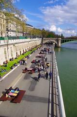 68 Paris en Mars le reconquête piétonne de la Voie Georges Pompidou (paspog) Tags: paris france mars 2017 march märz voiepompidou seine quais piétons