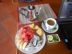 Breakfast at Visal Sak Guesthouse and Restaurant (rodeochiangmai) Tags: food fruit nutrition teapot