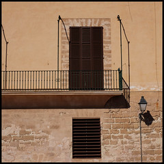 balcony (foto.phrend) Tags: window palma square balcony mallorca fujifilm