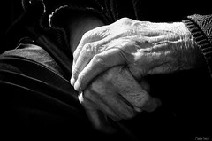 Mains (martine_ferron) Tags: mains grandpère personneagée noiretblanc