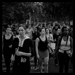 COUREUSES (Sklkphoto1) Tags: blackandwhite paris france sport noiretblanc streetphotography runner labastille photographiederue courseapied