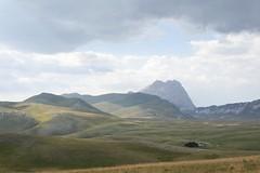 DSC_3984 Campo Imperatore ed il Gran Sasso. (angelo appoloni) Tags: del nuvole campo gran luci montagna abruzzo temporale ditalia passo appennini imperatore sasso pomeriggio racollo