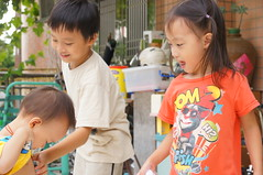 DSC09877 (小賴賴的相簿) Tags: baby kids sony taiwan 台灣 家庭 可愛 人像 小孩 親子 木柵 孩子 1680 兒童 a55 單眼 親情 1680mm 蔡斯 slta55v anlong77 小賴家 小賴賴