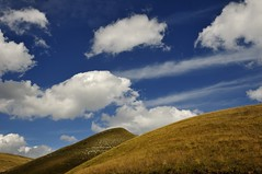 Monti Sibillini e nuvole (luporosso) Tags: italy naturaleza mountain nature landscape landscapes nikon italia natura paesaggi montagna marche paesaggio naturalmente sibillini montisibillini nikond300s