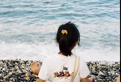 花蓮七星潭 (Philip@Tamsui) Tags: family film analog seaside pentax kodak hualien 七星潭 家人 花蓮 pentaxme biotar 海邊 czj 海濱 carlzeissjena 底片 小曈 kodak250d 電影底片
