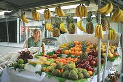 la fruteria. (Ian Cocquerel) Tags: chile santiago people frutas fruits canon downtown chili bokeh f14 centro sigma personas desenfoque seller chilean personajes maciver vendendor sigma30mmf14 urbanarte centrodesantiago canon60d flickrstruereflection1