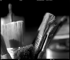 in my painting studio (manni39) Tags: mamiya film mediumformat kodak brushes vintagecamera 6x7 atelier rollfilm pinsel rb67 tmx100 sekor mittelformat mamiyasekor paintersstudio mamiyasekor90mm38 moyenformatvintage