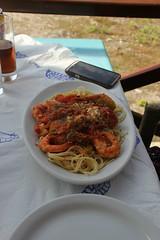 Pasta med kongerejer (Benny Hnersen) Tags: food holiday restaurant essen pasta september greece seafood spaghetti mad corfu korfu griechenland ferien ferie 2013 grkenland ermones kongerejer
