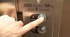 Tryck in (auzgos) Tags: hand finger knapp hiss intryck fotosondag fs131110