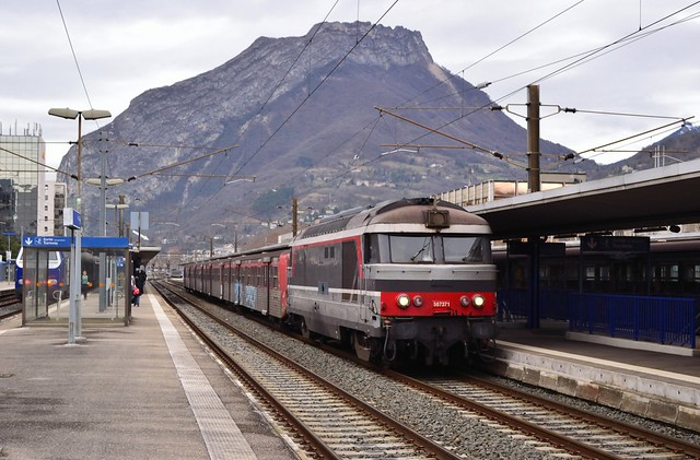 SNCF BB67371 + RRR J te Grenoble