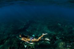 023_kahanu_mermaid_girl_underwater.jpg (SARA LEE) Tags: surfer grom surfergirl sarahlee kahanudelovio hisarahlee