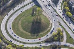 Traffic Island (Aerial Photography) Tags: by m obb 02042014 5d372340 a96 ammerseestrase autobahn b2 b2r bez6sendling bundesstrase fotoklausleidorfwwwleidorfde garmischerstrase kreis luftaufnahme luftbild mittlererring munich münchen sendling strase strasenverkehr untersendling verkehr verkehrsinsel aerial circle outdoor redcars road roadtraffic roteautos traffic