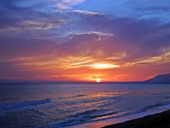 Puesta de sol (Antonio Chacon) Tags: andalucia atardecer marbella málaga mar mediterráneo españa spain sunset costadelsol cielo nubes nature naturaleza paisaje agua sol