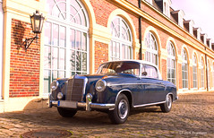 Mercedes-Benz 220 S Coupe von Baujahr 1959 (D.STEGEMANN) Tags: nikon nikond750 d750 vintage retro classic oldschool oldtimer mercedesbenz car auto kraftfahrzeug coupe sklasse vivid yellow autumnal beautiful blur brown colours daylight color colorful schloss nordkirchen münsterland