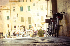 Bicycles at Piazza dell Anfiteatro (by Amy Davies, Plymouth, MA) Tags: 2017 fujifilmxt2 italy lucca march tuscany walkingaround piazza anfiteatro bicycles lowangle stonestreets archway entryintopiazza diningalfresco cafe eatingoutside tourists ancient roman architecture amphitheater