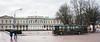Palais présidentiel de Vilnius en Lituanie (louis.labbez) Tags: labbez lituanie vilnius ville town architecture palace palais presidence capitale car garde femme président présidentiel armée publicité piéton soutiengorge