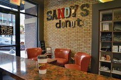 Sandy's Donuts (jpellgen) Tags: fargo moorhead nd northdakota travel roadtrip 2017 spring april nikon sigma 1770mm d7000 usa america midwest food foodporn restaurant sandys donuts donut doughnuts doughnut bakery