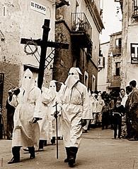 La processione del Venerdì Santo (gianclaudio.curia) Tags: bianconero blackwhite bisignano calabria pellicola rito processione anni60