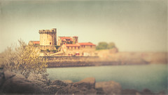 Le Fort de Socoa (RoCafe Off for a while) Tags: landscape seascape sea fort ciboure basquecountry france vintage textured lensbaby edge80 nikond600 socoa zokoa blur