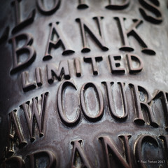 Law Courts Branch, London (Paul Perton) Tags: fuji leica50mmf14summilux london xpro2 background street streetphotography urban