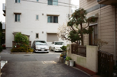 Street corner (yasu19_67) Tags: canoneos55 ef40mmf28stm 40mm kodak proimage100 alley atmosphere photooftheday film filmism filmphotography analog osaka japan