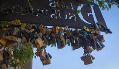 CANDADOS - PADLOCKS (jpi-linfatiko) Tags: candados padlocks promesas amor love promises turismo tourism coloniadelsacramento d5200 nikon sigma1770