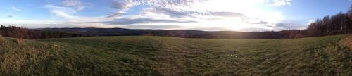 Panorama na Dolinę Cisowej z drogi 28