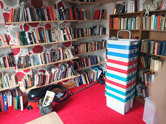 2017_04_160004 (Gwydion M. Williams) Tags: books bookcases sorting coventry britain greatbritain uk england warwickshire westmidlands chapelfields sirthomaswhitesroad