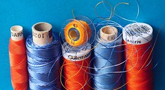 Sewing things (G_E_R_D) Tags: macromondays orangeandblue blau sewingthings sewingkit nähzeug garn nähen yarn