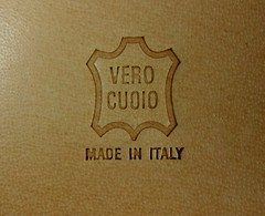Vero Cuoio Made in Italy (Creative-Pixel) Tags: madeinitaly cuoio stilllife realleather