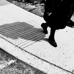 La Méditerranée, c'est tout droit... (woltarise) Tags: montréal passante soleil ombre marche streetwise