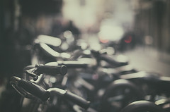 Urban blur (Graella) Tags: urban street caos bicis bikes bicicletas bokeh blur paris city transporte transport france travel viajar viatjar bicyle