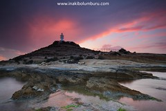 LA LUZ DEL CABO (Obikani) Tags: alicante alacant cabohuertas faro lighthouse sunset atardecer color colorful clouds sky sun landscape seascape shoreline shore rocks nature canonikos